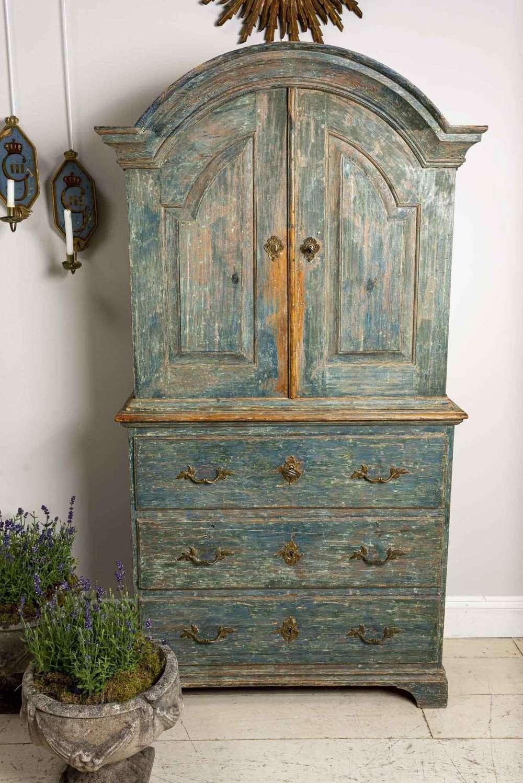Late 18th century wonderful size Swedish cupboard, original paint