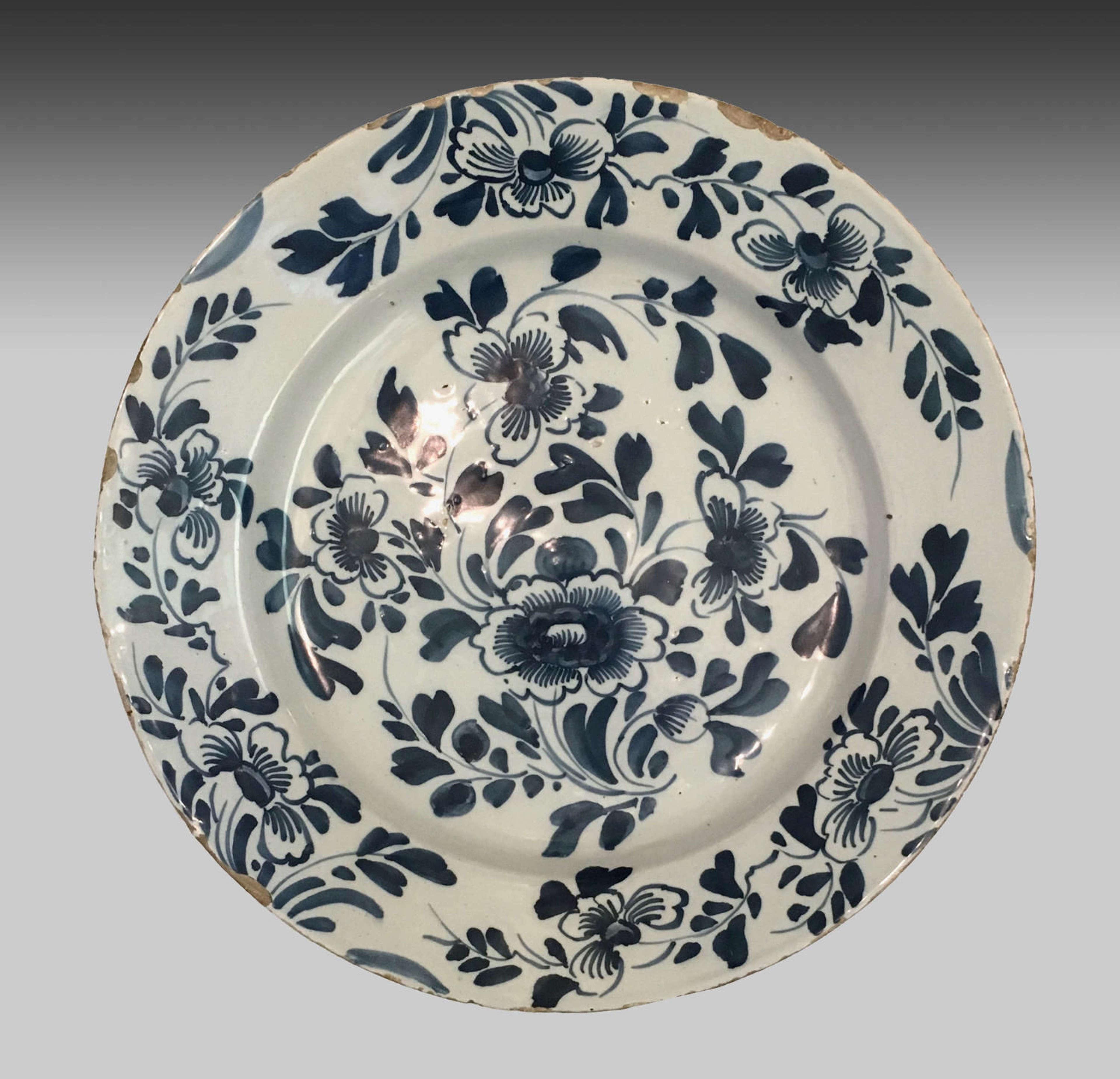 Fine antique 18th century blue and white Delft plate
