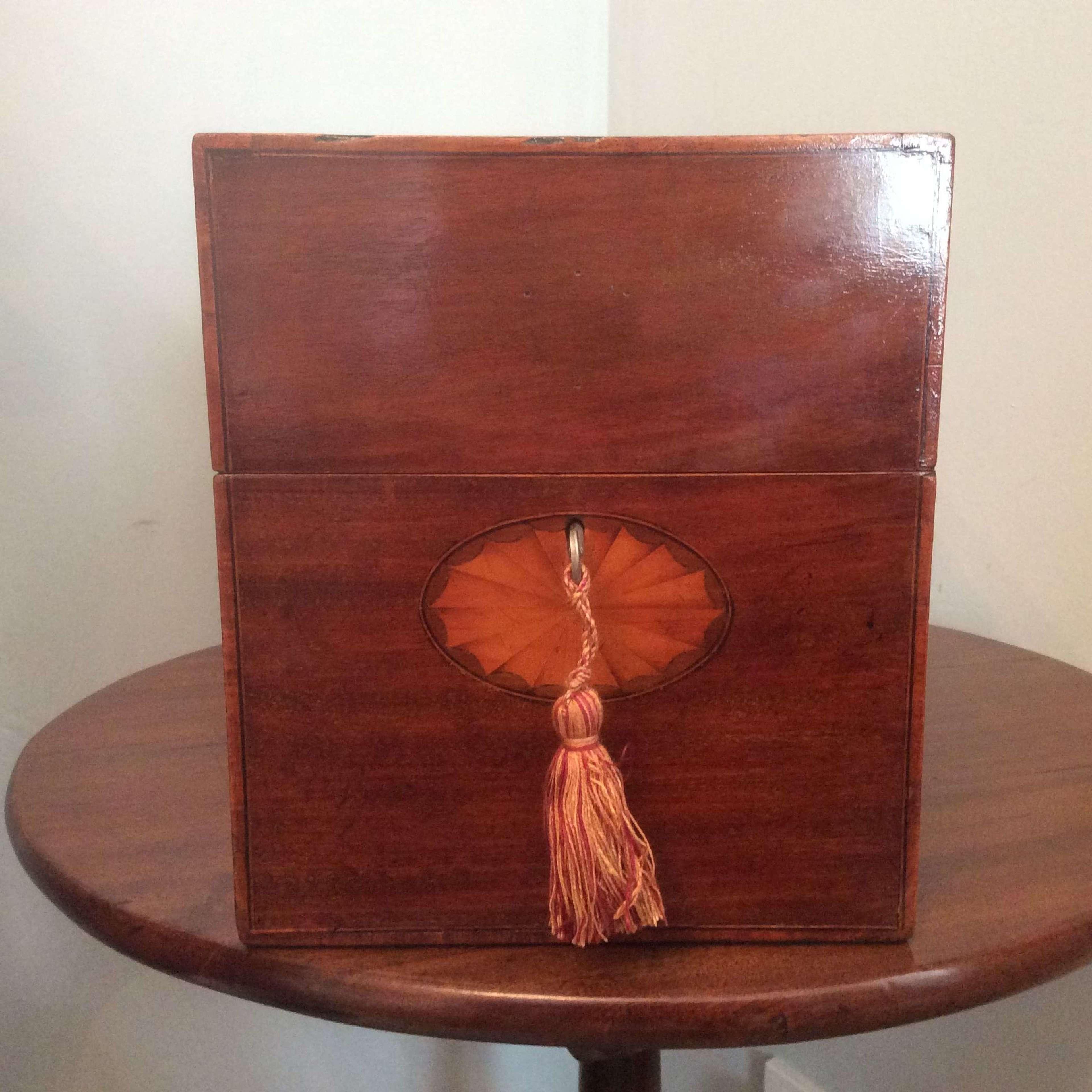 Georgian mahogany decanter box