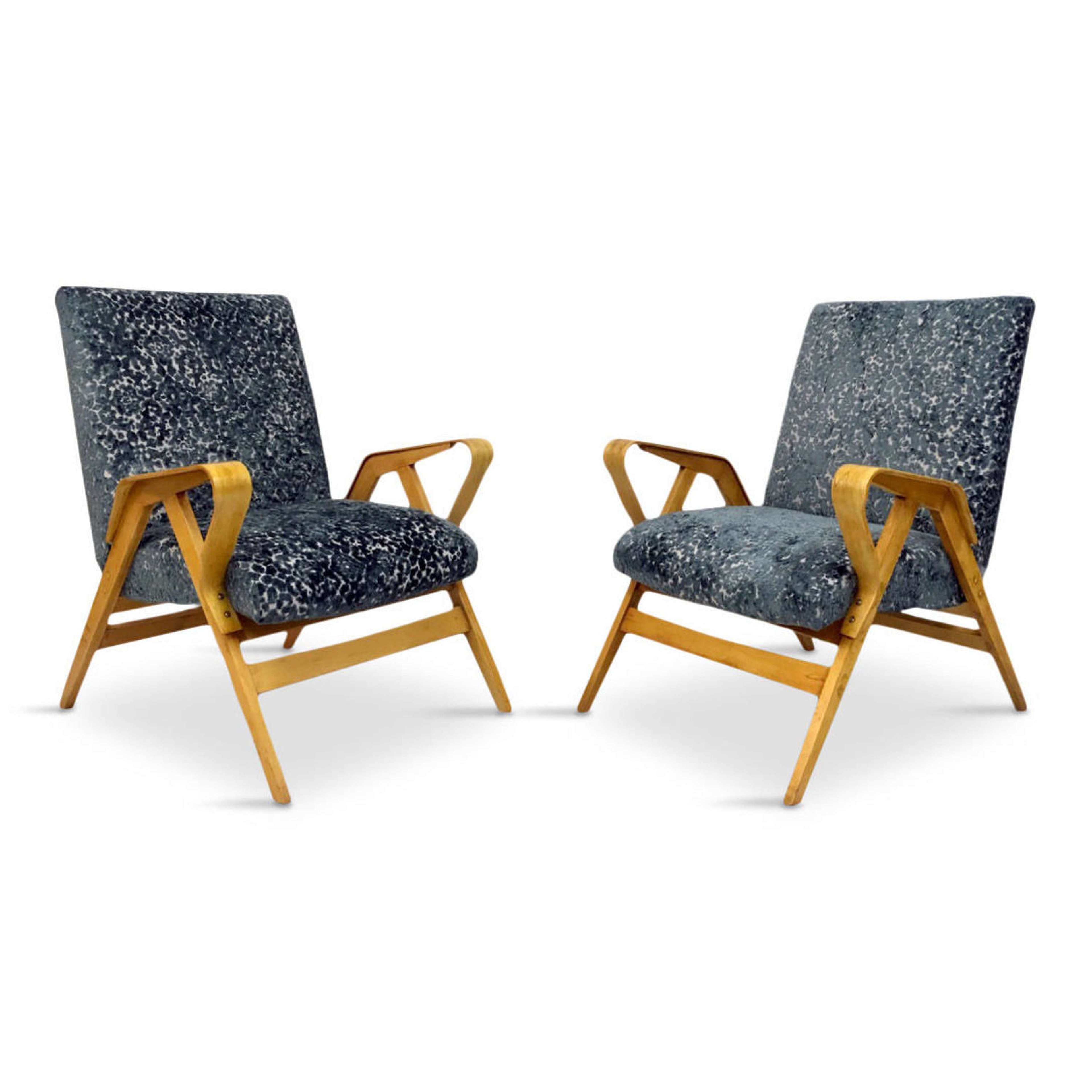 Image of: A Pair Of Mid Century Bentwood Armchairs By Tatra In Antique Armchairs