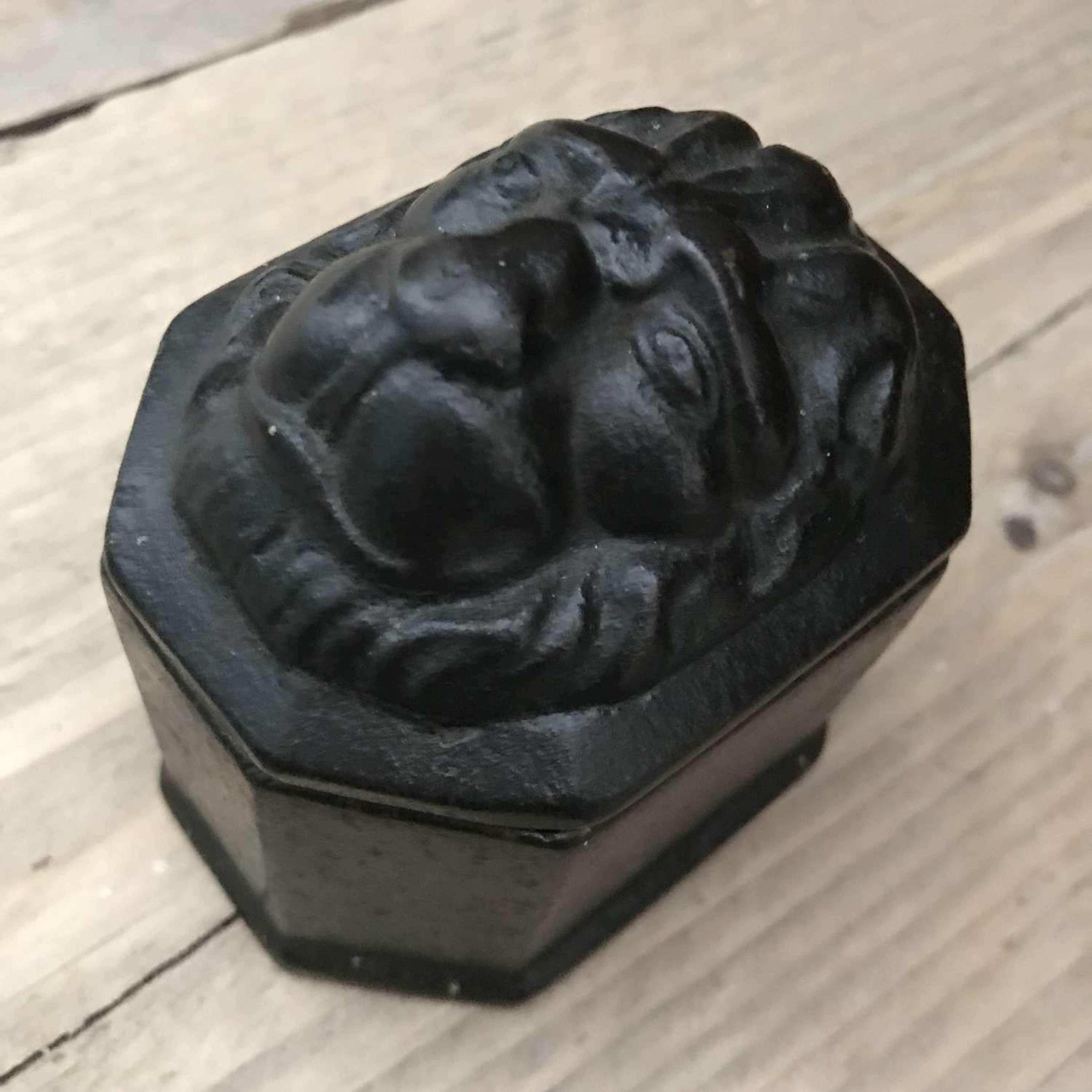 Georgian Tobacco Box with Lion mask lid