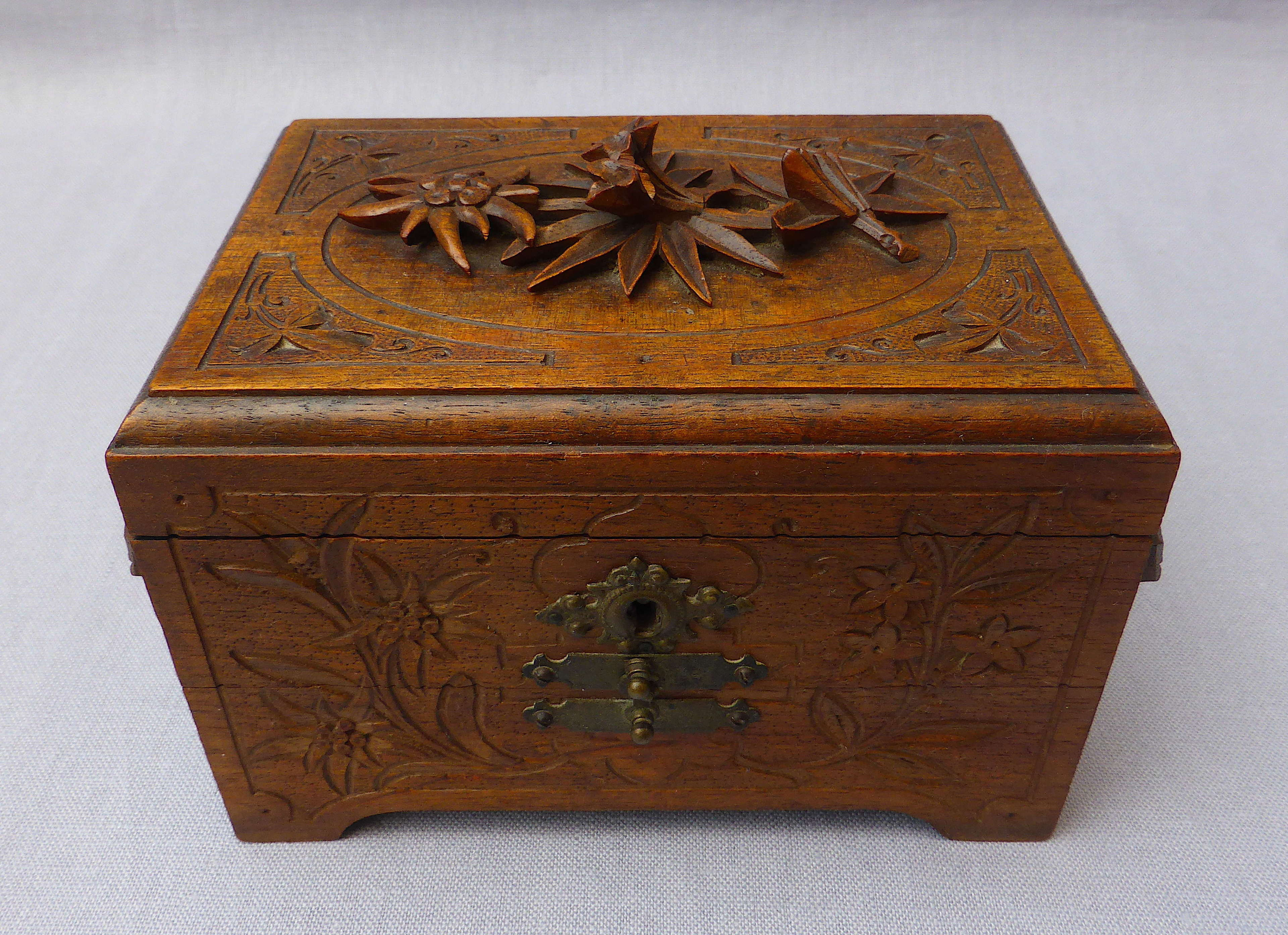 Early 20th century Black Forest carved jewellery box