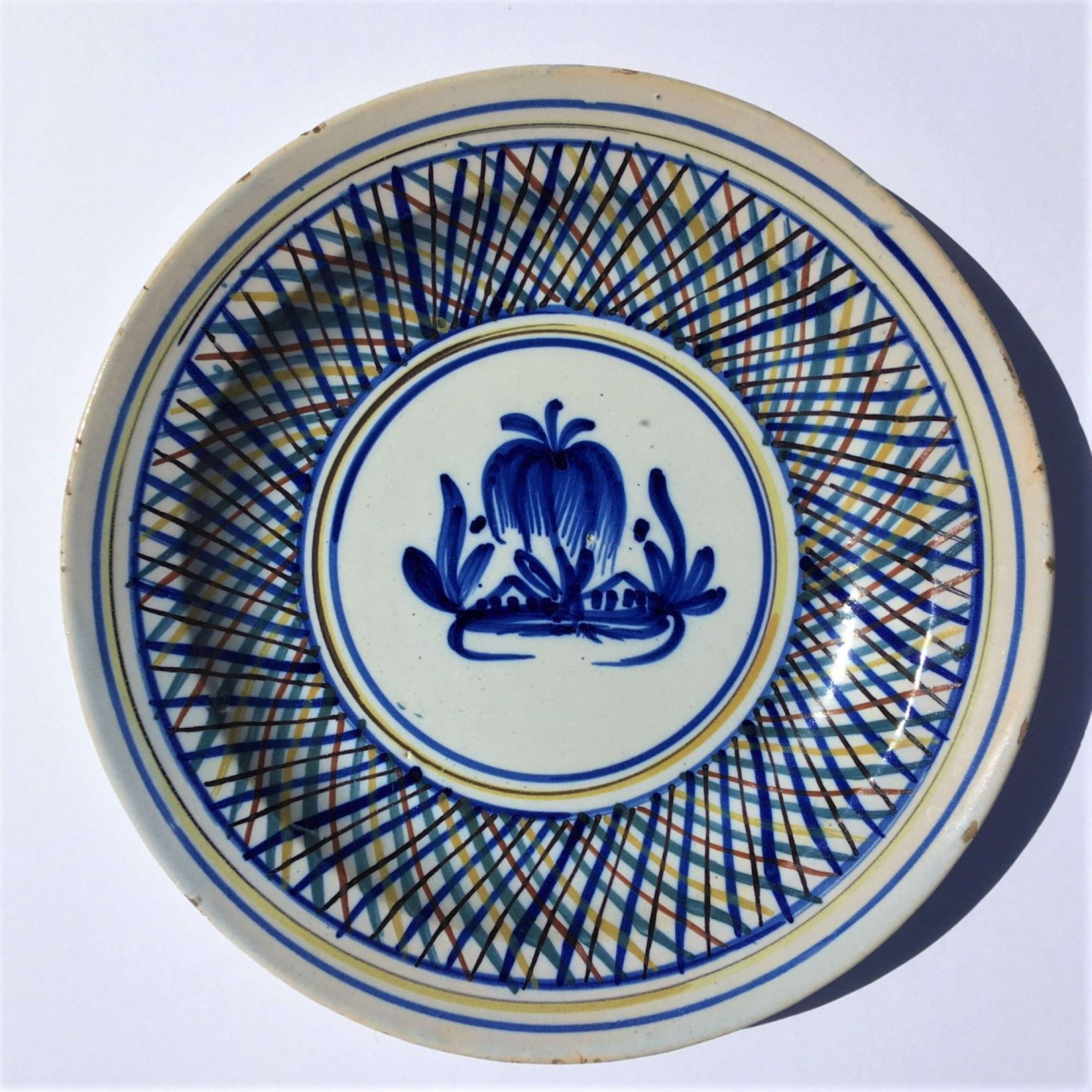 Large tin-glazed earthenware majolica faïence pottery charger bowl