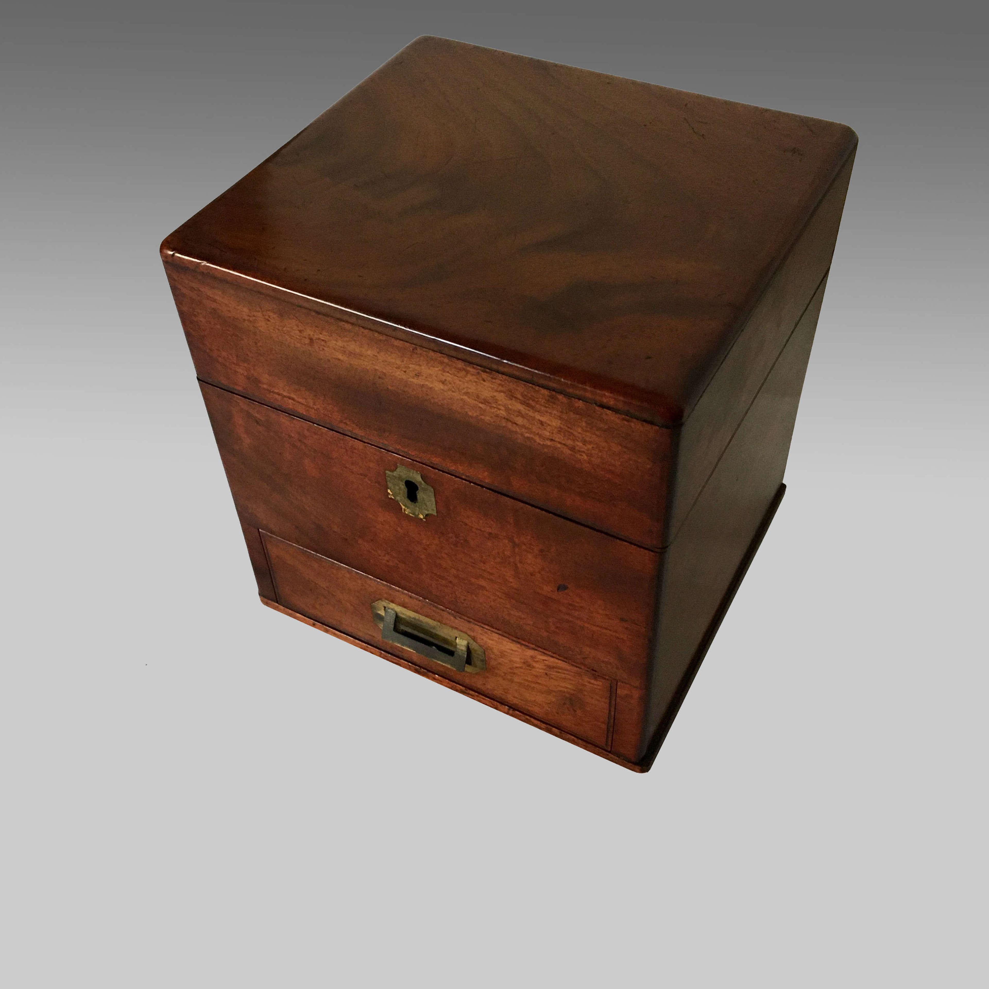 Georgian mahogany apothecary box
