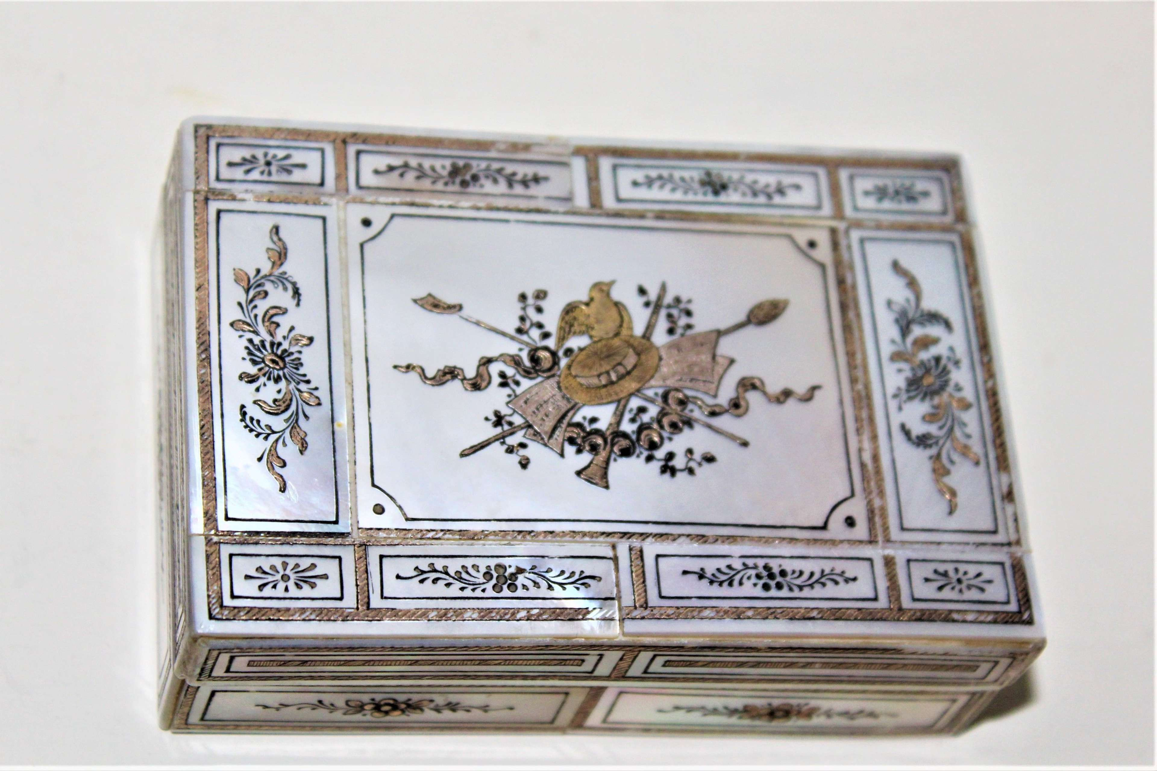 A fine quality mother of pearl small box with an engraved cartouche
