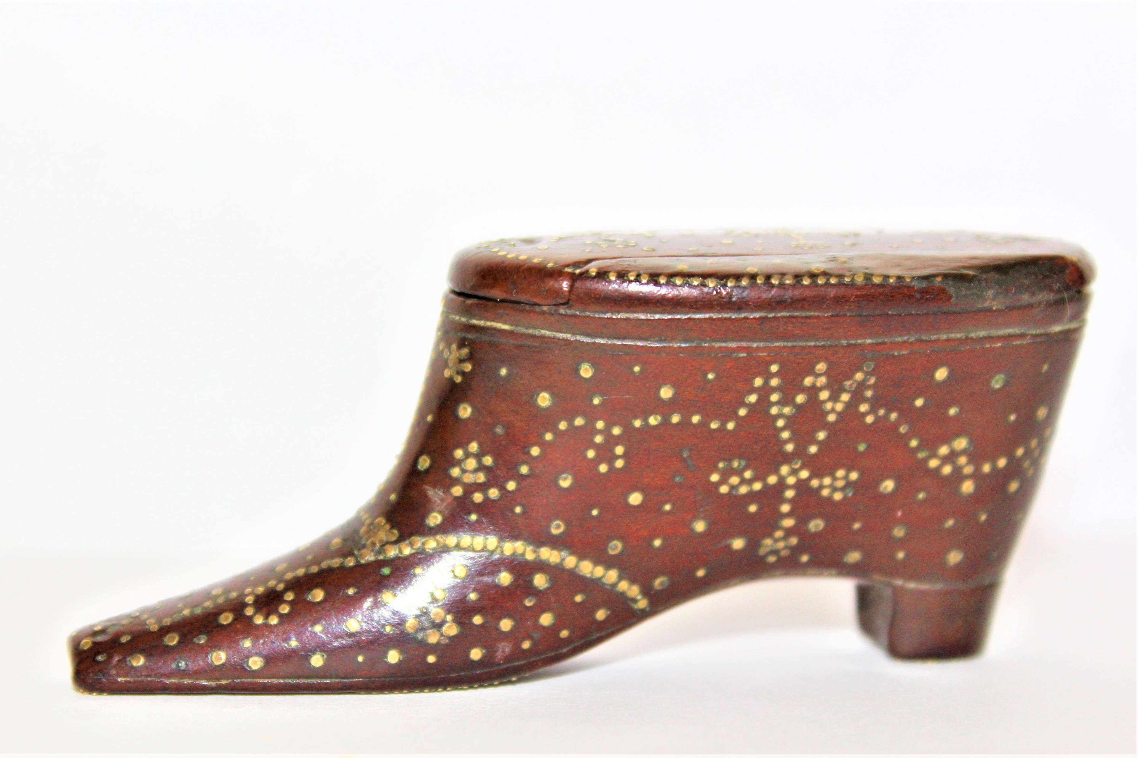 A very fine Georgian mahogany snuff box in the shape of a shoe