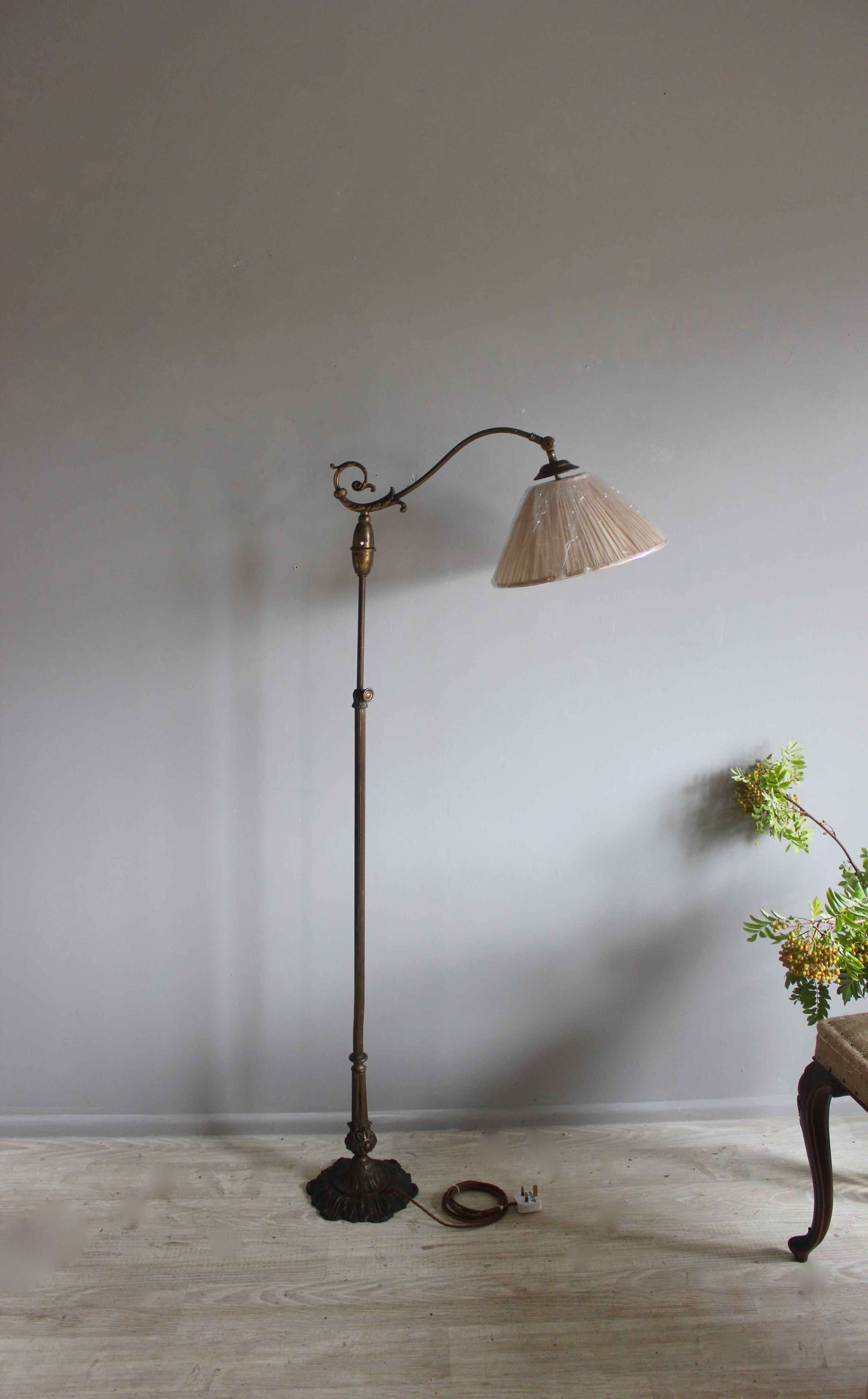 Adustable height  traditional reading lamp