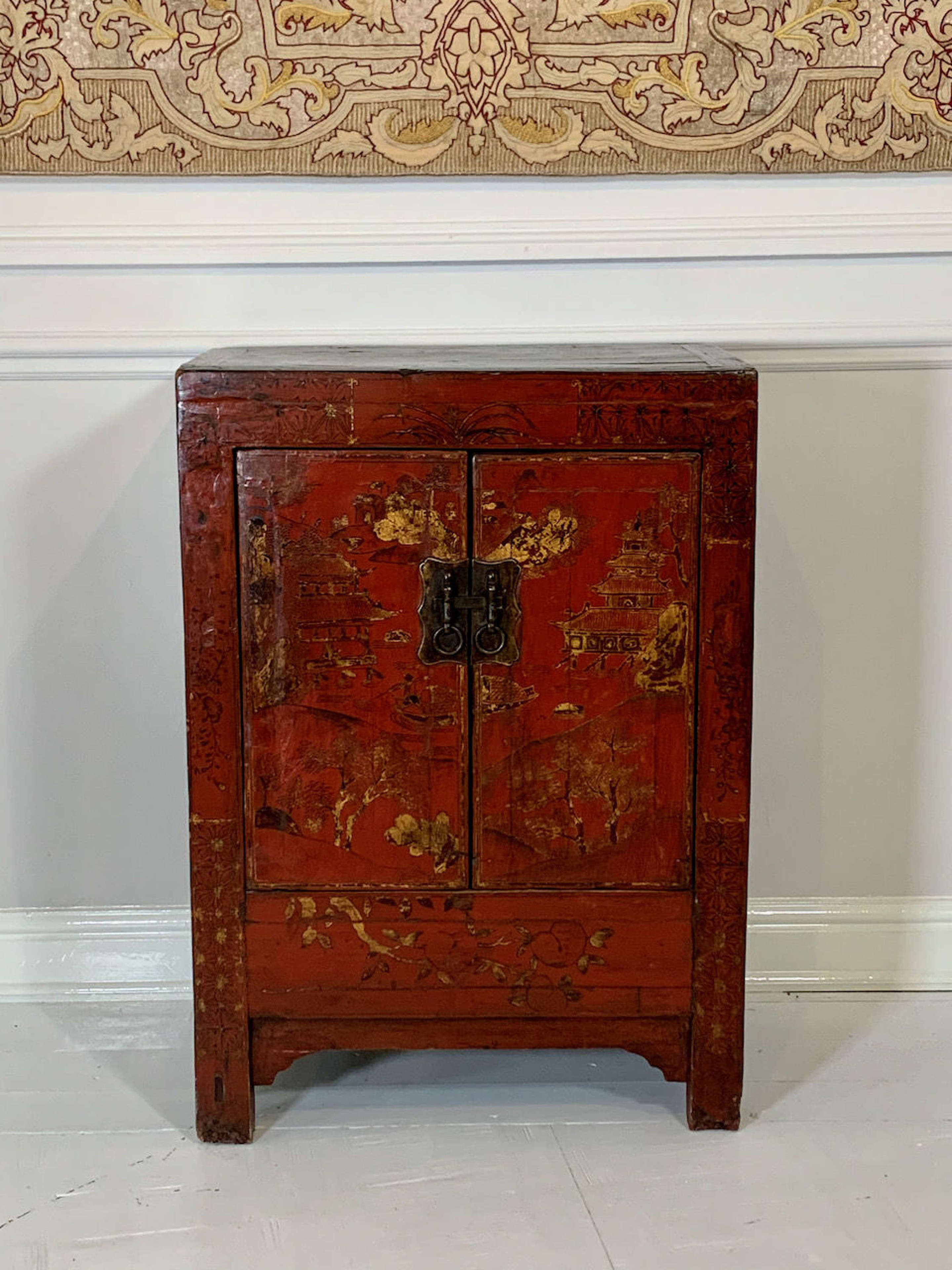 Small Chinese lacquered side cabinet