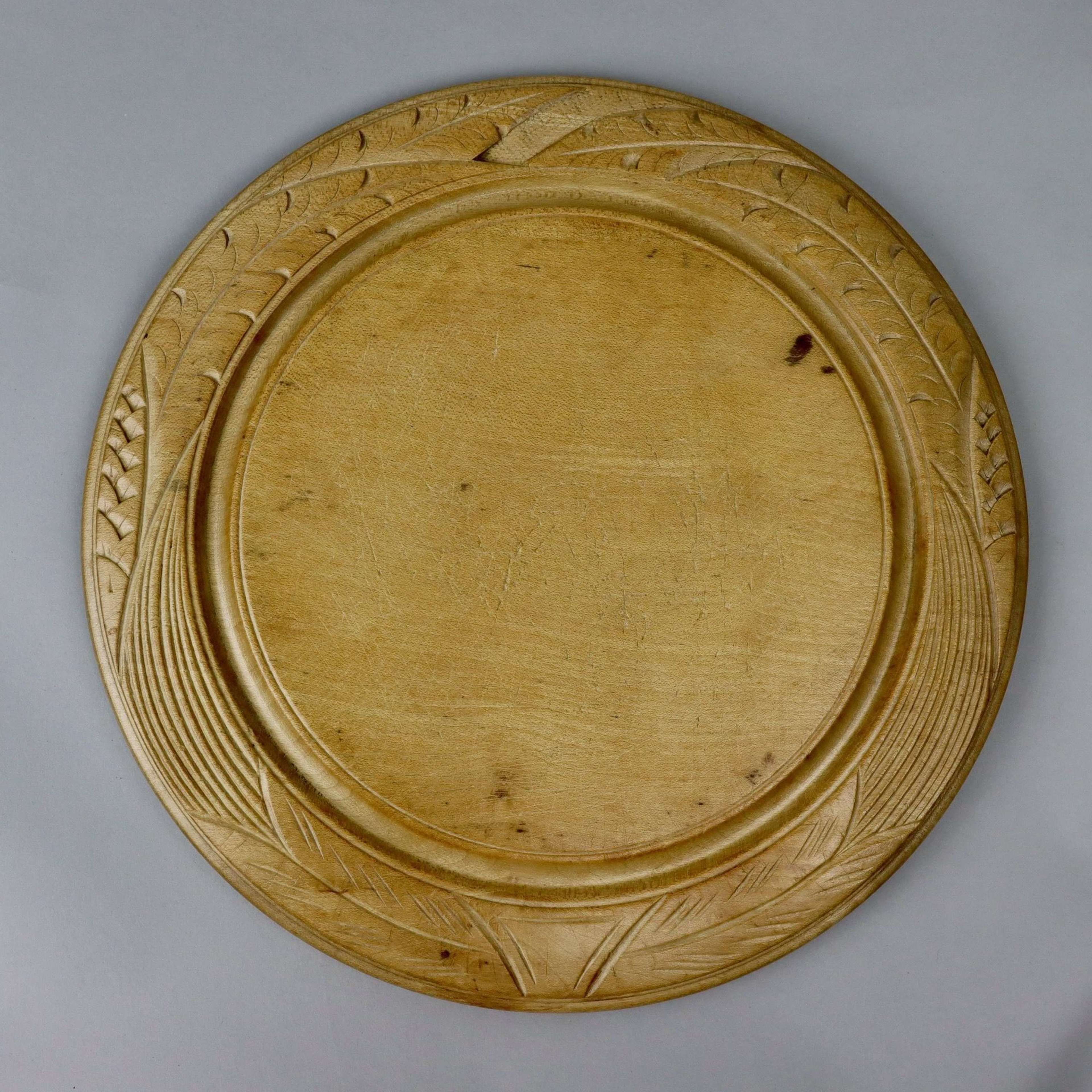 Breadboard carved with wheat