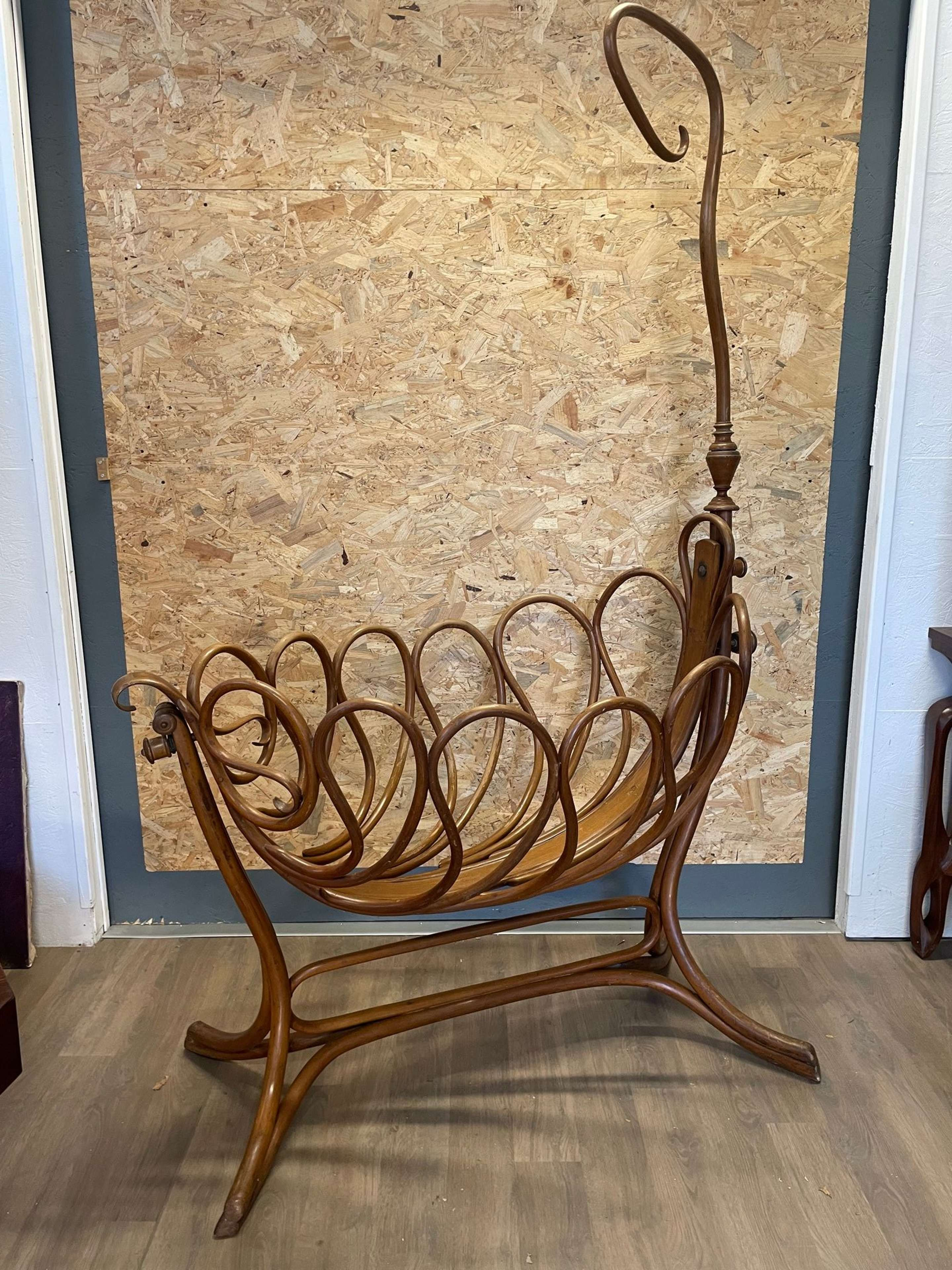 Early 20th century French Bentwood Thonet Craddle, 1900s