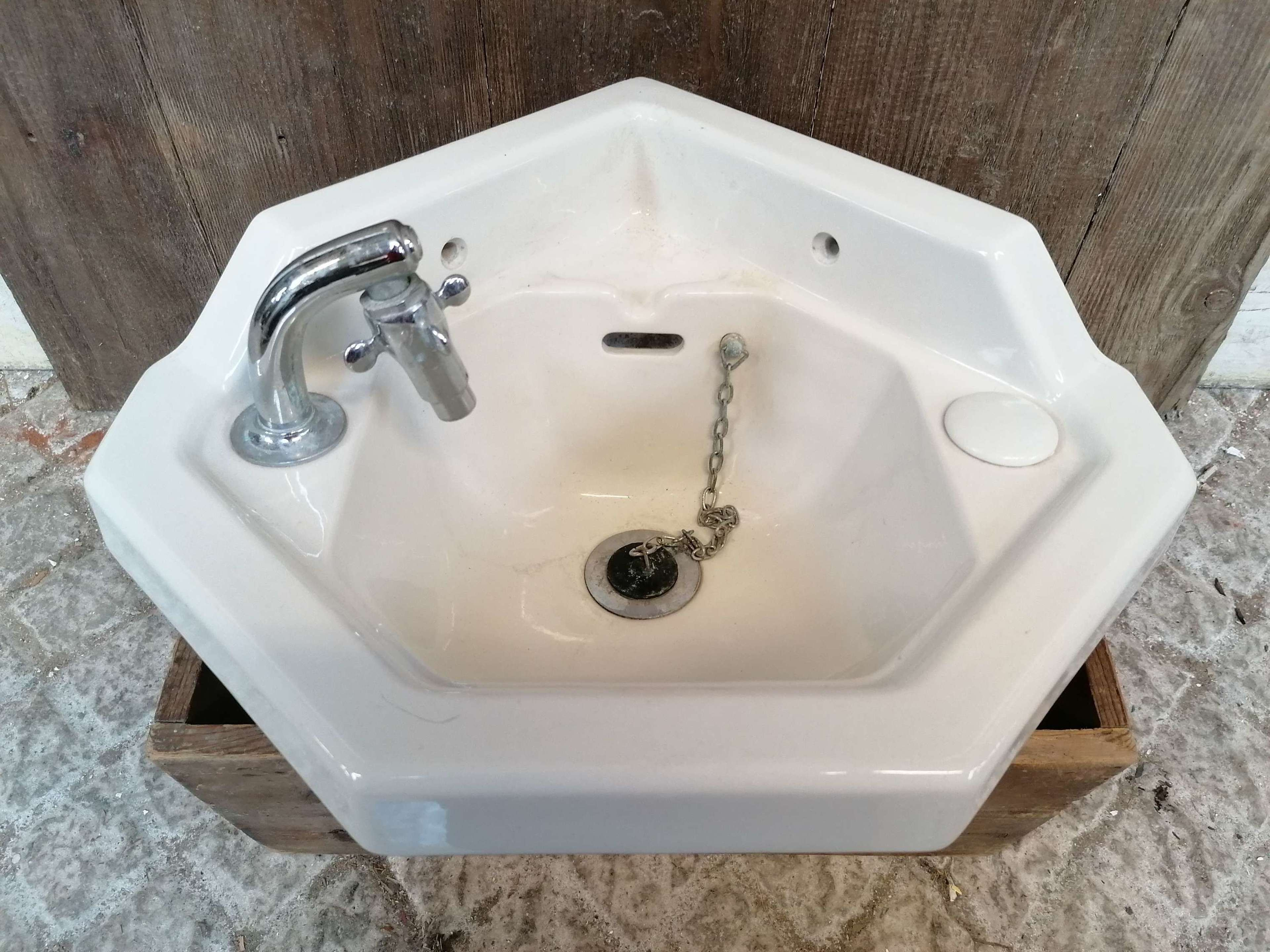 M1542 ANTIQUE RECLAIMED SMALL CORNER SINK BY JOHNSON BROS